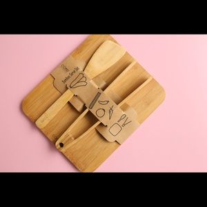 🎄🎁 : Bamboo cutting board and serve set. New